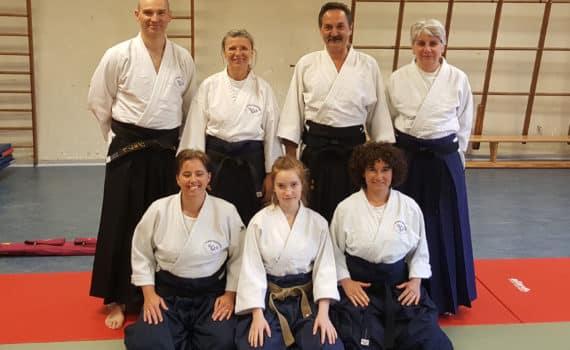 Au premier rang de g. à d. : Carine Adam (2èD), Eva Zanelli (1eD), Nadine Motte (2èD) Au second rang de g. à d. : Geoffrey Zanelli (3èD), Evelyne Quicke (5èD), Stevo Mihaljevic (5èD) et Dominique Beudoux (2èD)